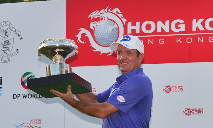 Scott Hend of Australia holds the Hong Kong Open 2014 winner's trophy after the presentation on Sunday Oct 19. Hend beat Angelo Que in a playoff to win the title. (Bill Cox/Epoch Times)
