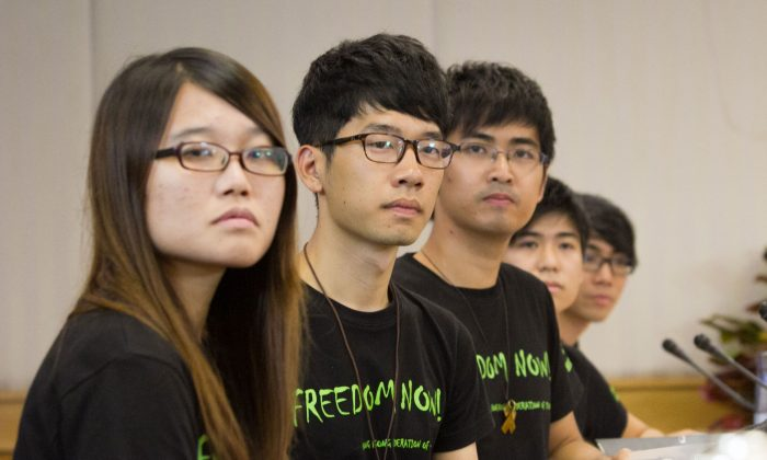 Students of the Occupy Central movement meet with Government officials on Oct. 21, 2014, in Hong Kong, for the first time since the protests began in September. (Benjamin Chasteen/Epoch Times)