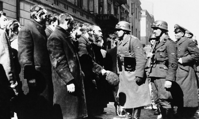 Nazi officers talking with citizens of the Warsaw ghetto in Poland on 1943. (AP Photo)