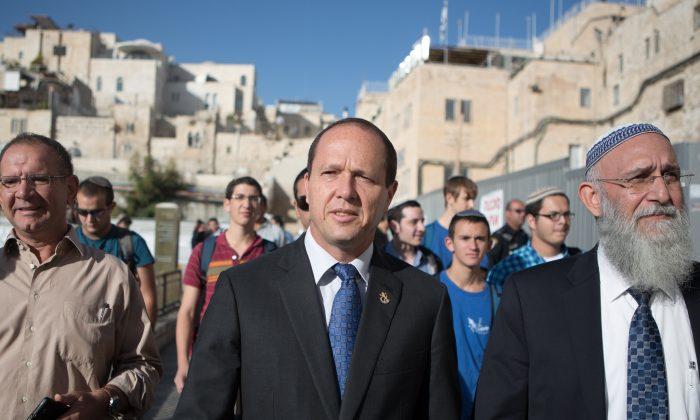 Jerusalem Mayor Nir Barkat arrives to pray at the Western Wall in Jerusalem's old city, on Oct. 22, 2013. (Menahem Kahana/AFP/Getty Images)