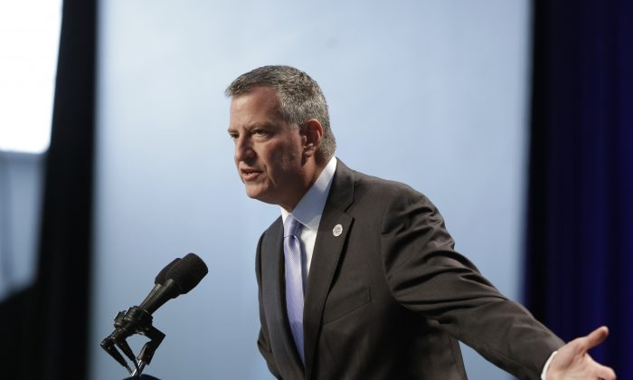 New York City Mayor Bill de Blasio at an education session in New York, Tuesday, Oct. 21, 2014. Anti-hunger advocates called on Mayor Bill de Blasio to make good on a campaign promise and serve breakfast as part of the regular school day at New York City public schools. (AP Photo/Seth Wenig)