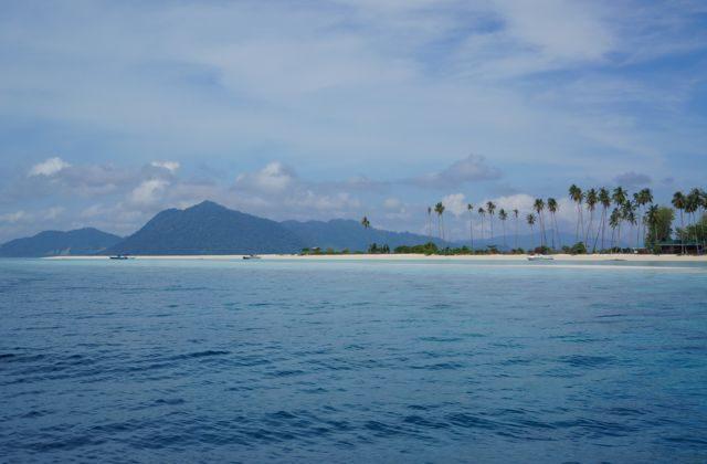 Island near Pulau Mabul (Jonny Duncan, Backpacking Man)