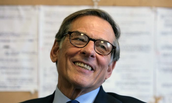 "Author and biographer Robert Allan Caro smiles during an interview in New York on Aug. 20, 2008. A generation of city planners and builders have come of age since Caro's 1,300-page, Pulitzer Prize-winning biography ""The Power Broker,"" was published 40 years ago. Celebrated for its exhaustive detail, controversial for its startling disclosures, Caro's book has been cited as inspiration for a new approach to urban planning - more modest in scale, more focused on community involvement. (AP Photo/Bebeto Matthews)"