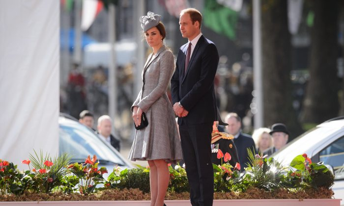 Catherine, Duchess of Cambridge (L) and Prince William, Duke of Cambridge (R) attend the ceremonial welcome ceremony for Singapore's President Tony Tan Keng Yam at the start of a state visit at Horse Guards Parade on October 21, 2014 in London, England. (Leon Neal - WPA Pool/Getty Images)