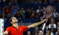 Murray Wins Marathon Final in Valencia While Federer Cruises to Win Basel