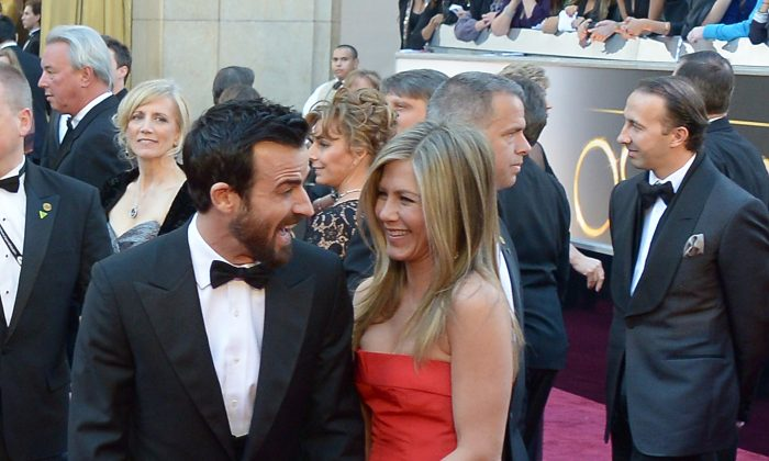 Jennifer Aniston and Justin Theroux arrive on the red carpet for the 85th Annual Academy Awards in Hollywood on February 24, 2013. (AFP/Getty Images)