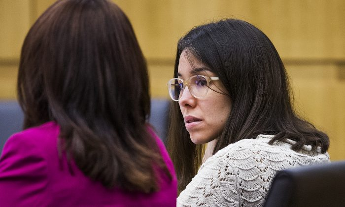 Jodi Arias (R) looks at her defense attorney, Jennifer Willmott (L), during the sentencing phase retrial of Arias, in Maricopa County Superior Court in Phoenix, Ariz.,on Oct. 23, 2014. (Tom Tingle/The Arizona Republic/Pool/AP Photo)