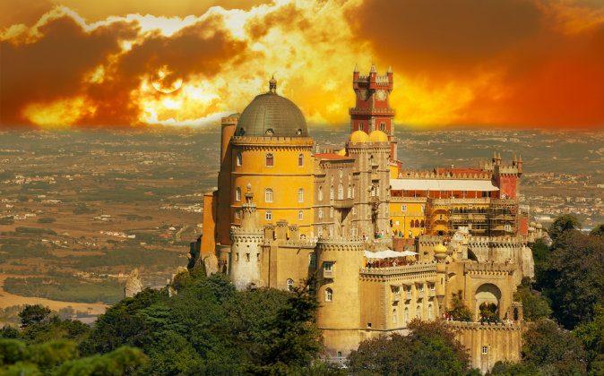 Palace da Pena. Sintra, Lisbon via (Shutterstock*)