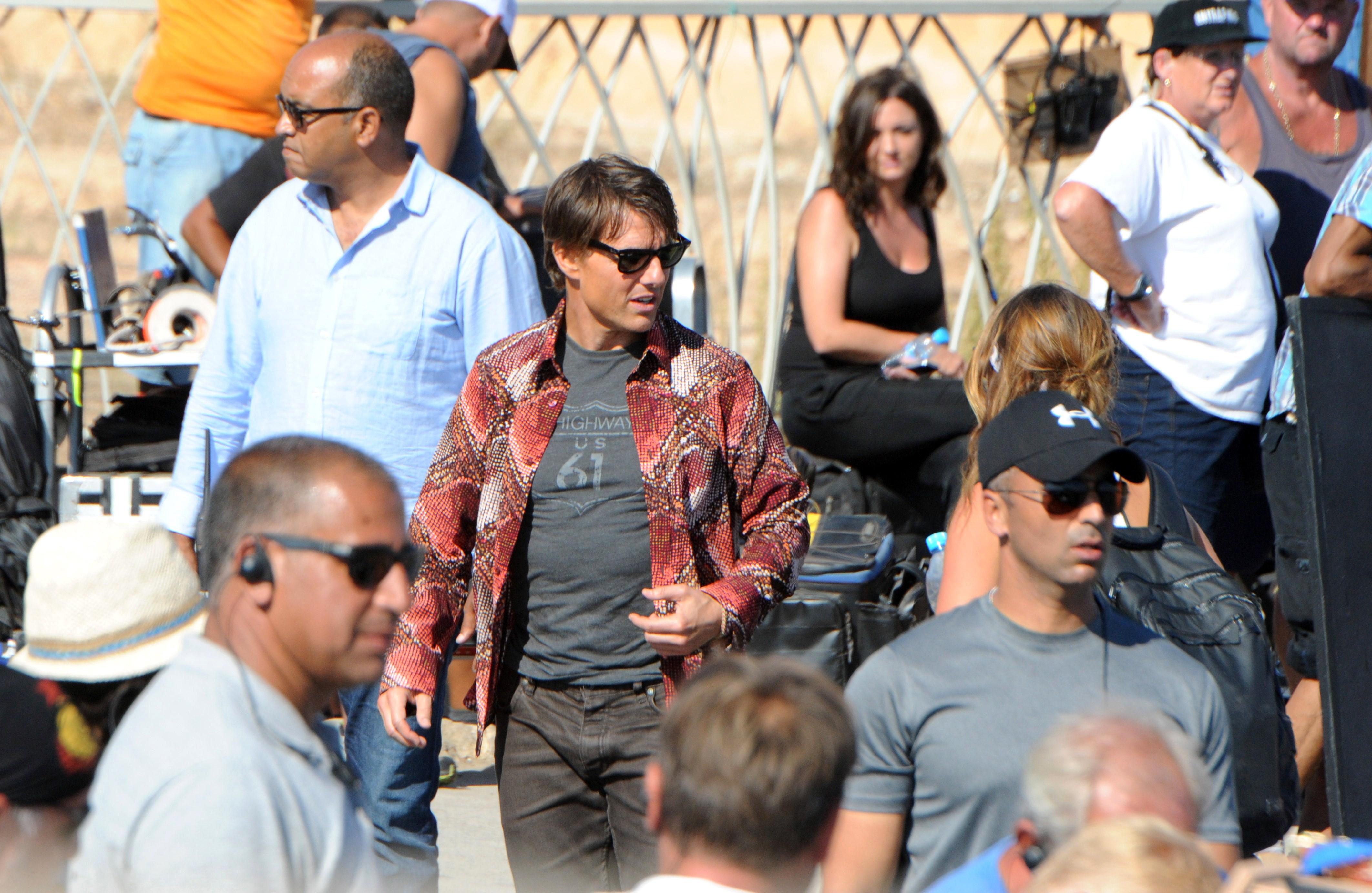 Tom Cruise dating Lohan