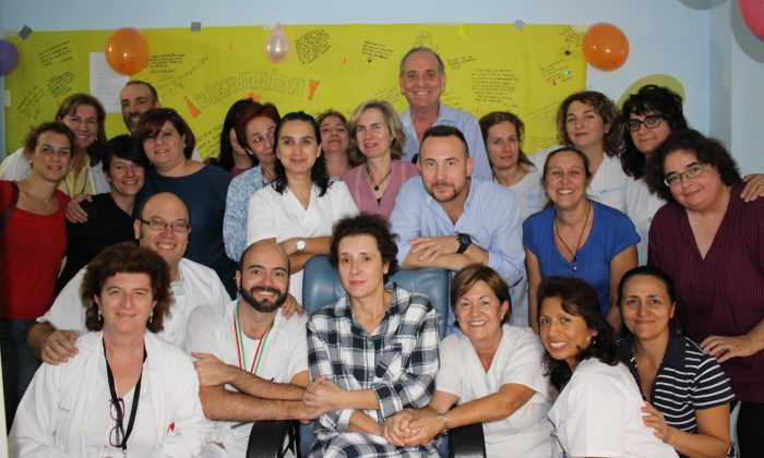 Teresa Romero (C) poses for a photo with medical workers and friends after leaving the isolation unit in the Carlos III hospital in Madrid, Spain, on Nov. 1, 2014. Hospital officials say a Spanish nursing assistant who recovered from an Ebola virus infection has left the isolation unit where she was being monitored and moved to a normal room. Teresa Romero tested positive on Oct. 6, but was declared cured of the virus 15 days later. She was the first known person to contract the disease outside of West Africa in the latest outbreak. Madrid's Carlos III hospital said Saturday that Romero, 44, was now being attended by hospital staff that no longer needed to wear protective outfits. (AP Photo/Carlos III Hospital)