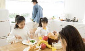Teens Who Eat Hearty Breakfasts Skip Snacks