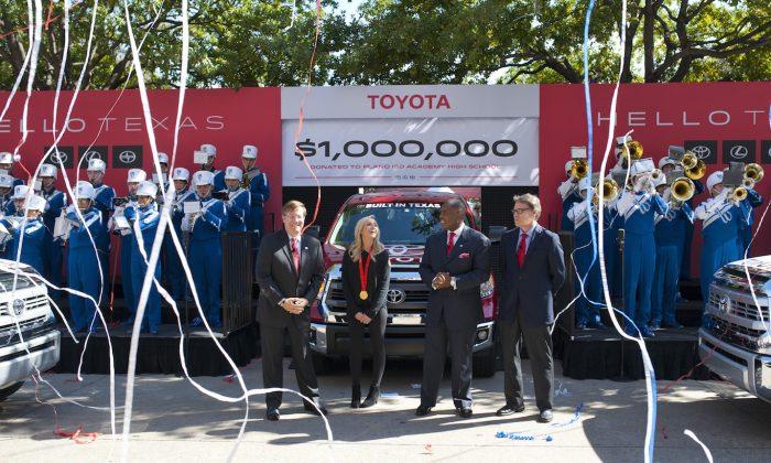 Toyota Motors North America CEO Jim Lentz, Olympic gold medalist Nastia Liukin, Plano Mayor Harry LaRosiliere, Texas Gov. Rick Perry (Courtesy of Toyota and Getty Images)