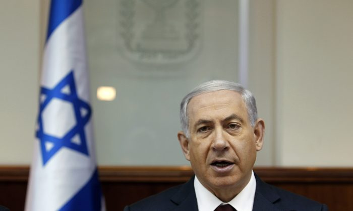 Israel's Prime Minister Benjamin Netanyahu chairs the weekly cabinet meeting in Jerusalem, Sunday, Nov. 2, 2014. (AP Photo/Ronen Zvulun, Pool)