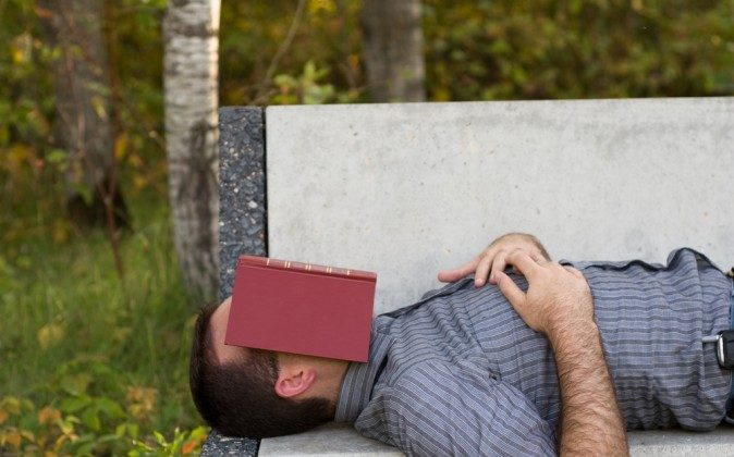 It's best to nap in the afternoon between 1 pm and 4 pm (Shutterstock*)