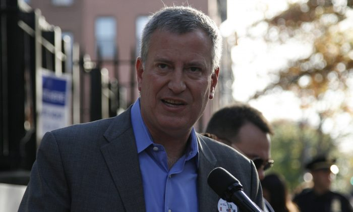 New York City Mayor Bill de Blasio at a press conference after voting in Park Slope Branch Library, Brooklyn, on Nov. 4, 2014. (Shannon Liao/Epoch Times)