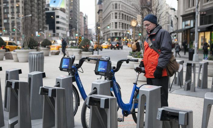 Citi bikes in Midtown Manhattan, New York, March 25, 2014. (Samira Bouaou/Epoch Times)