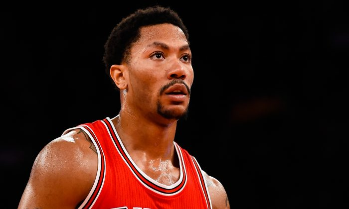 Derrick Rose #1 of the Chicago Bulls looks on during a game against the New York Knicks at Madison Square Garden on October 29, 2014 in New York City. (Alex Goodlett/Getty Images)