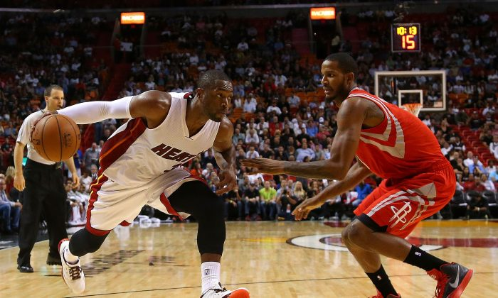 Dwyane Wade #3 of the Miami Heat drives on Trevor Ariza #1 of the Houston Rockets during a game at American Airlines Arena on November 4, 2014 in Miami, Florida. (Mike Ehrmann/Getty Images)
