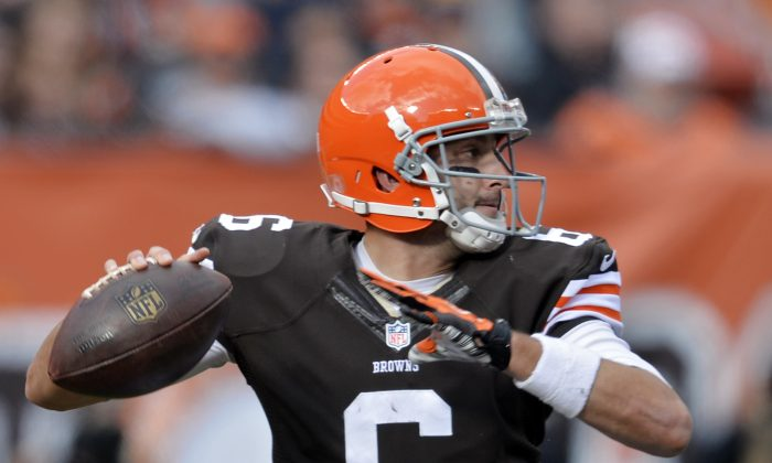 Cleveland Browns quarterback Brian Hoyer passes against the Tampa Bay Buccaneers in the second quarter of anan NFL football game, Sunday, Nov. 2, 2014, in Cleveland. (AP Photo/David Richard)