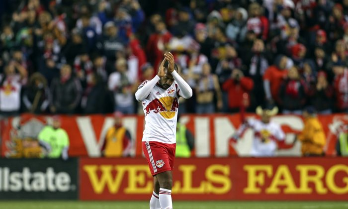 Thierry Henry of the New York Red Bulls acknowledges the crowd as he leaves the first game against the D.C. United on Nov. 2, 2014, in Harrison, N.J. (AP Photo/Adam Hunger)