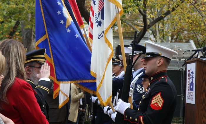 Veteran's Day parade opening ceremony at Madison Square Park, Nov. 11, 2014. (Catherine Yang/Epoch Times)