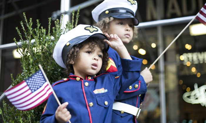 Maverick Foreman, 3, and Xander Foreman, 6, (L–R), at the New York Veterans' Day Parade in Manhattan, N.Y., on Tuesday, Nov. 11, 2014. (Samira Bouaou/Epoch Times)