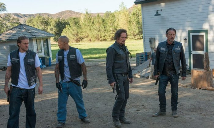 Sons of Anarchy won't get made into a movie. A hoax article saying that creator Kurt Sutter will launch a film with Charlie Hunnam and Brad Pitt has gone viral.  (FX)
