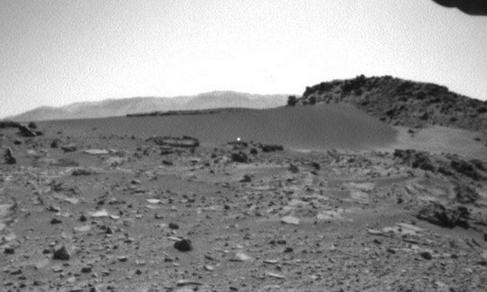 Photo taken of Mars by the Curiosity rover (Marsmobile.jpl.nasa.gov)