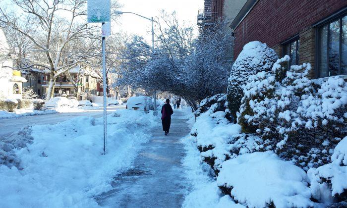 Snowfall on a Brooklyn street on Feb. 14, 2014. (Ananda West/Epoch Times)