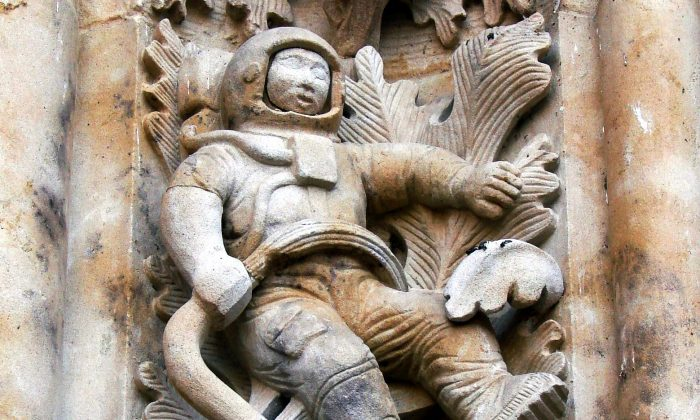 The Salamanca Astronaut sits on the façade on the entrance to the New Cathedral, Salamanca, Spain. (Marshall Henrie/Wikimedia Commons)