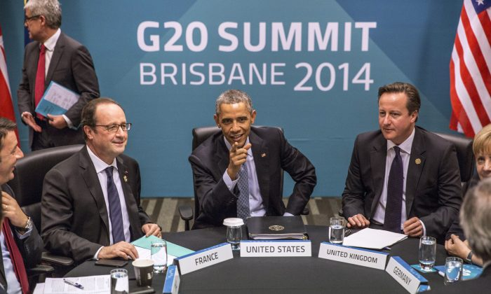 (L-R) Spanish President Mariano Rajoy Brey, Italian PM Matteo Renzi, French President Francois Hollande, U.S. President Barack Obama, British PM David Cameron, German Chancellor Angela Merkel and European Commission President Jean-Claude Juncker attend the Transatlantic Trade and Investment Partnership (TTIP) meeting at the G20 Summit in Brisbane, Australia, on Nov. 16, 2014. (Glenn Hunt/Getty Images)