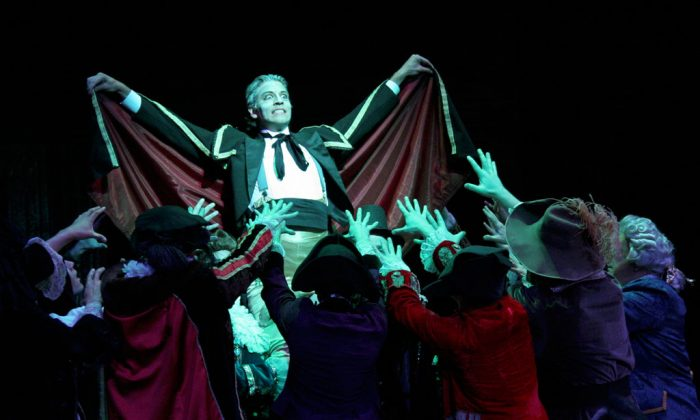 "David Wannen (C) portrays the ghost of Sir Roderic Murgatroyd in the New York Gilbert & Sullivan Players' production of ""Ruddigore."" (David Sigafoose)"