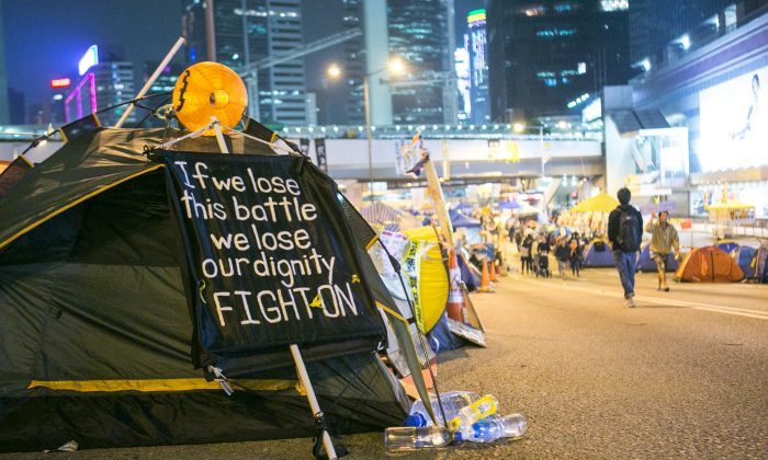 A tent with a sign on it is inside the main area of the Admiralty protest area on Nov. 17, 2014. (Benjamin Chasteen/Epoch Times)