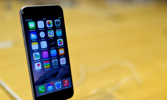 A general view of the iPhone 6 at Apple's Covent Garden store launch on September 19, 2014 in London, England. (Ben A. Pruchnie/Getty Images)