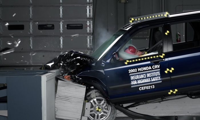 This undated photo provided by the Insurance Institute for Highway Safety shows a crash test of a 2002 Honda CR-V, one of the models subject to a recall to repair faulty air bags. In a letter delivered Thursday, Oct. 23, 2014, US Senators Richard Blumenthal (D-Conn.) and Ed Markey (D-Mass.) are calling on regulators to issue a nationwide recall of cars with faulty air bags made by Takata Corp., questioning why automakers have been allowed to limit recalls to only certain locations with high humidity. (AP Photo/Insurance Institute for Highway Safety)