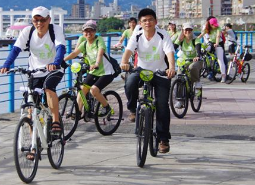 A joint event at Dadaocheng Wharf in Taipei City for NCTU Alumni Bicycle and Tea Clubs (Zhang Yu-Hua)