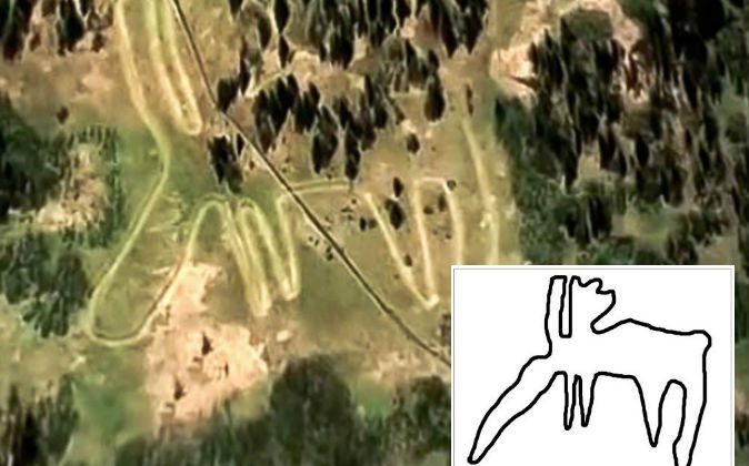 A geoglyph depicting a moose in the Ural mountains of Russia, along with a drawing of the geoglyph's outline. (Stanislav Grigoryev)