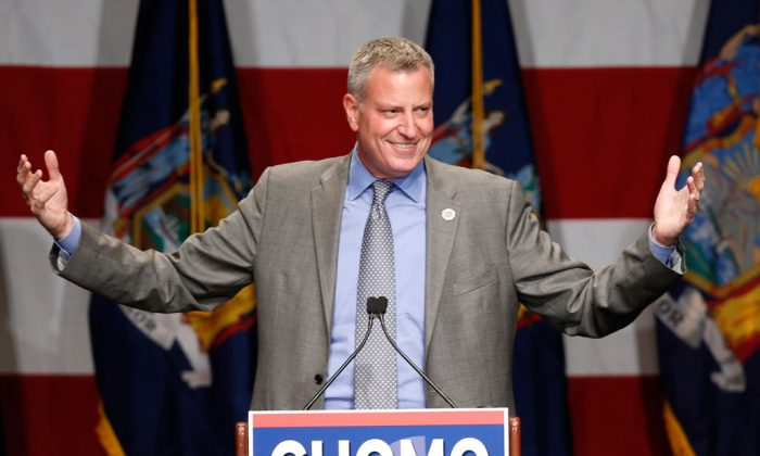 """New York Mayor Bill de Blasio at Democratic election headquarters in New York on Nov. 4, 2014. De Blasio spoke at a forum in Washington, D.C., urging fellow Democrats to reject """"safe"""" campaign themes. (AP Photo/Kathy Willens)"""