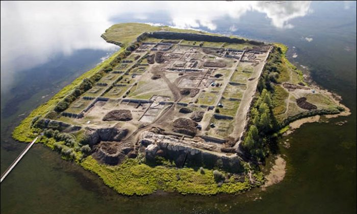 This 1,300-year-old structure in Siberia could be a fortress, a summer palace, a monastery, or even an astronomical observatory. (Gdehorosho.ru)
