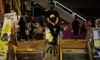 Hong Kong: Netizen Plans to Tear Down Occupy Movement Protest Stage