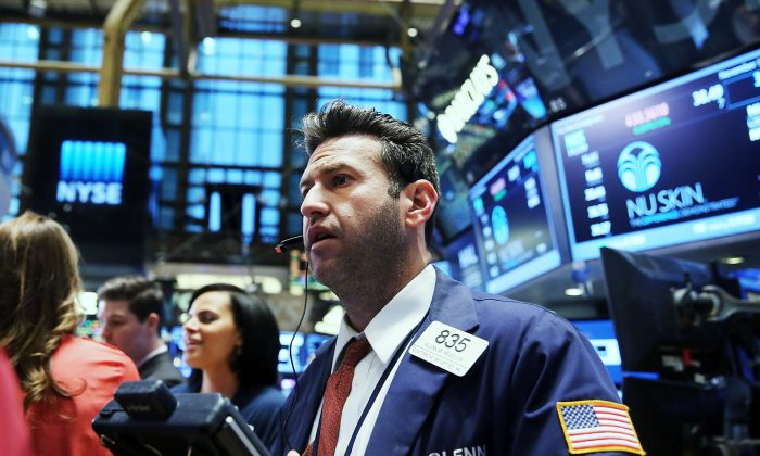 Traders work on the floor of the New York Stock Exchange (NYSE) on Nov. 18, 2014 in New York City. US financial markets were mixed in early trading Thursday, Nov. 20, 2014, as soft economic data out of China and Europe stoked concerns about a global slowdown. (Spencer Platt/Getty Images)