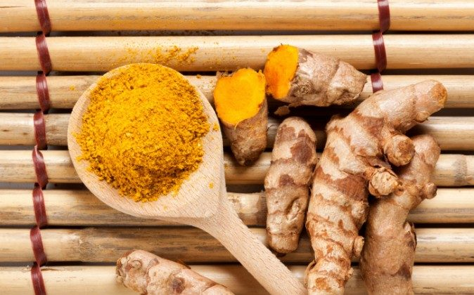 Turmeric roots and powder (Oliver Hoffmann/iStock/Thinkstock)