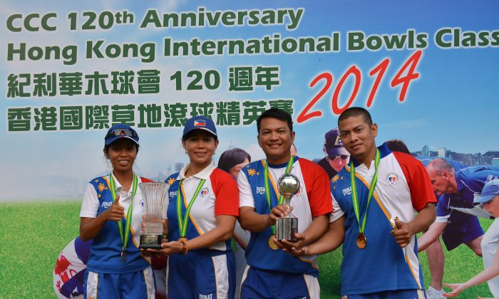 Philippine Pride… the champions of the Hong Kong International Bowls Classic Pairs 2014 champions, (L to R) Ainie Knight, Sonia Bruce, Angelo Morales, and Christopher Dagpin proudly display their trophies after their win over the two Australian teams on Sunday Nov 16, 2014. (Stephanie Worth)
