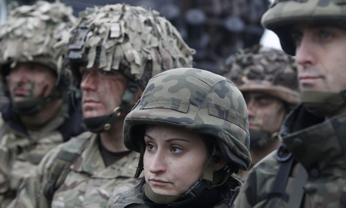Polish, right,  and British  soldiers, left,  take part in joint military exercise  in Swietoszow, Poland, on Friday Nov. 21, 2014.  The British-led exercise  'is  involving more than 1,000  British  troops    making it the largest British  commitment sent to Eastern Europe since 2008 and  is part of NATO's reaction to the conflict between Ukraine and Russia.  (AP Photo/Czarek Sokolowski)