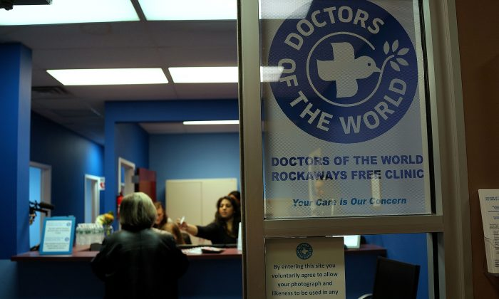 Doctors of the World at a free health clinic in Rockaway, Queens, New York, on October 19, 2013. (Spencer Platt/Getty Images)