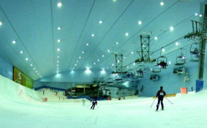 Ski Dubai slope and indoor ski lift – Wikimedia Commons – Filipe Fortes