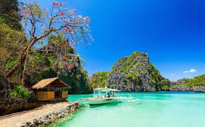 Filipino boat, Philippines (Shutterstock*)