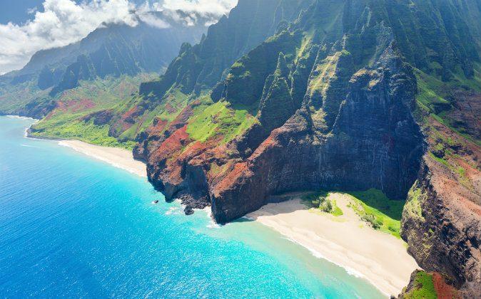 A view on Na Pali Coast on Kauai(Shutterstock*)