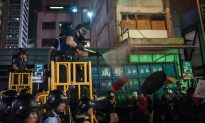 Hong Kong: Police Make Arrests, Use Tear Spray on Protesters, Journalist in Mong Kok Clearing (+Photos)