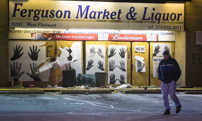 A store boarded up to protect the windows from being broken in Ferguson, Mo., on Nov. 24, 2014. (Benjamin Chasteen/Epoch Times)